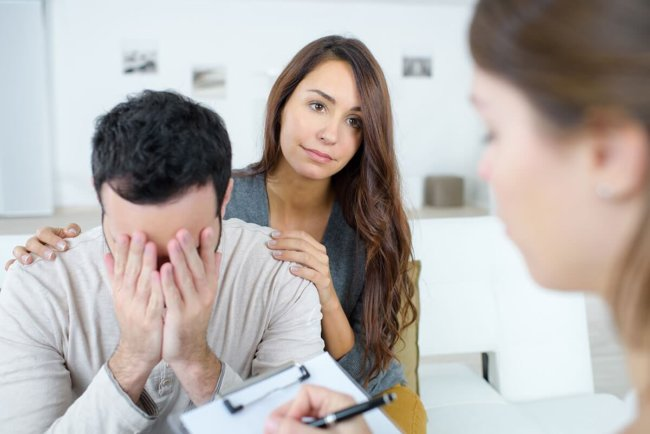 woman and distraught man participating in relationship therapy for addiction