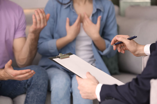 a substance abuse professional meets with a group of people